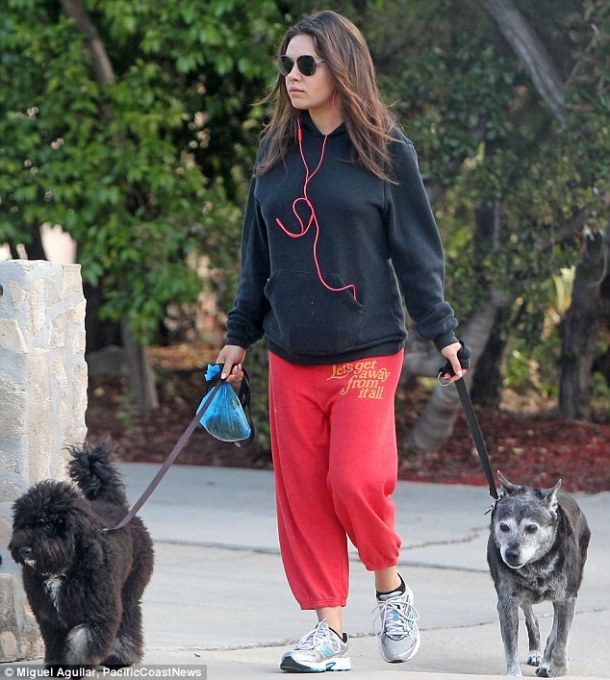 Comfortable pregnancy clothing Mila Kunis